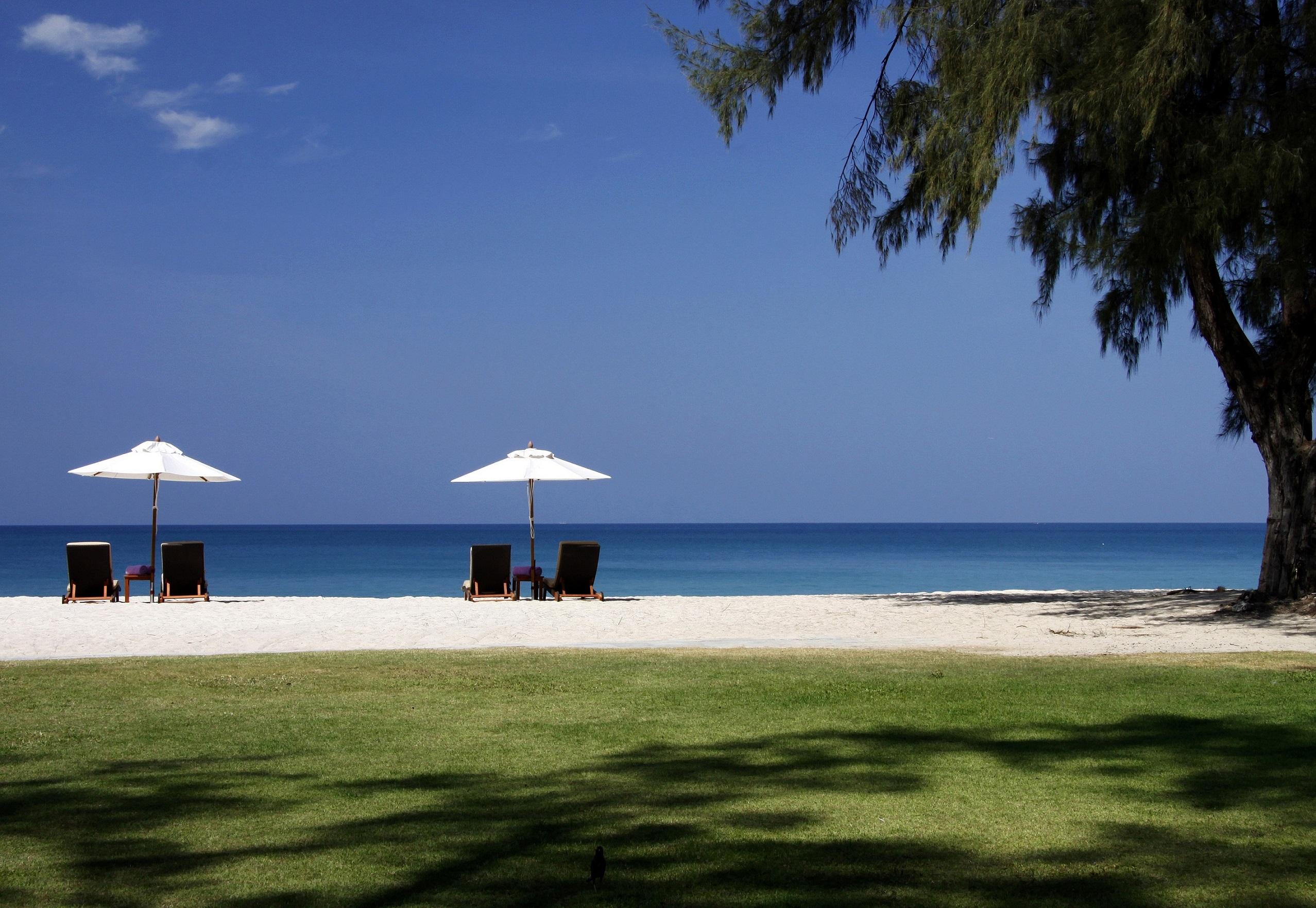 Dusit-Thani-Laguna-Phuket-Beach-hi